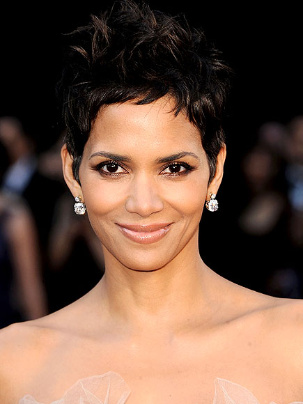 HALLE BERRY'S MAKEUP photo | Halle Berry