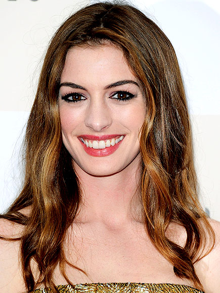 ANNE HATHAWAY&#39;S MAKEUP photo | Anne Hathaway