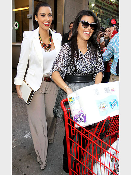 KIM & KOURTNEY KARDASHIAN photo | Kim Kardashian, Kourtney Kardashian