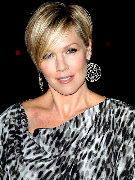 JENNIE GIVES IT A GLOW photo | Jennie Garth