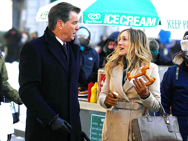 SARAH JESSICA PARKER'S PURSE photo | Pierce Brosnan, Sarah Jessica Parker