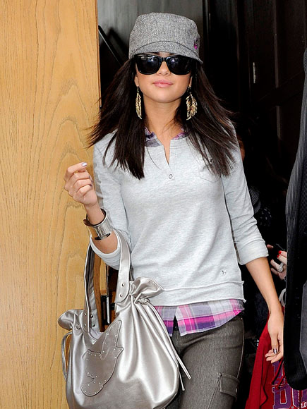SELENA GOMEZ'S PURSE photo | Selena Gomez