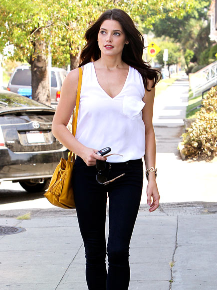 ASHLEY GREENE'S PURSE photo | Ashley Greene