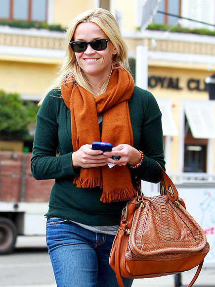 REESE WITHERSPOON&#39;S PURSE photo | Reese Witherspoon