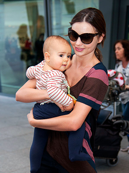 MIRANDA KERR&#39;S SUNGLASSES photo | Miranda Kerr
