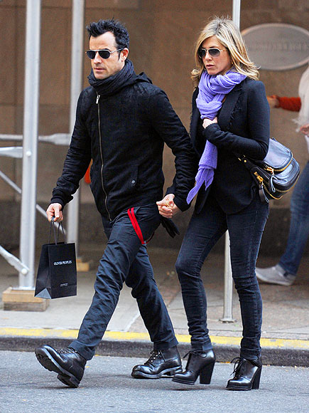 JENNIFER ANISTON'S BOOTIES photo | Jennifer Aniston, Justin Theroux