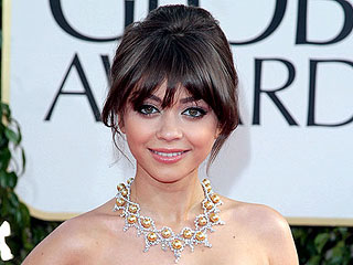 Can You Spot Sarah Hyland? Find the Stars!