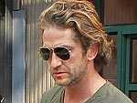 Gerard Butler Enjoys the Attention While Dining Al Fresco | Gerard Butler