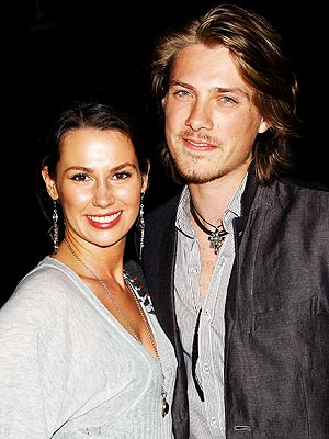 Taylor Hanson Expecting Baby No. 4!