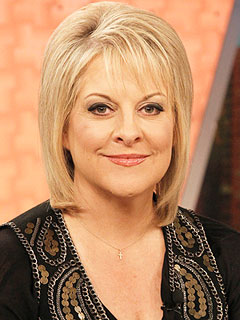 The 57-year old daughter of father Mac Grace and mother Elizabeth Grace, 157 cm tall Nancy Grace in 2017 photo