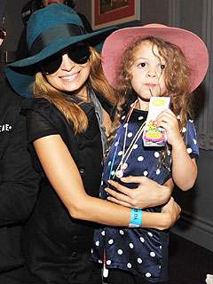Nicole Richie and Harlow's Matching Fedoras
