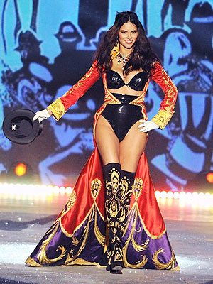 Victoria's Secret Fashion Show Adriana Lima