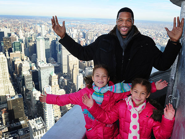 Michael Strahan and Twins on Empire State Building