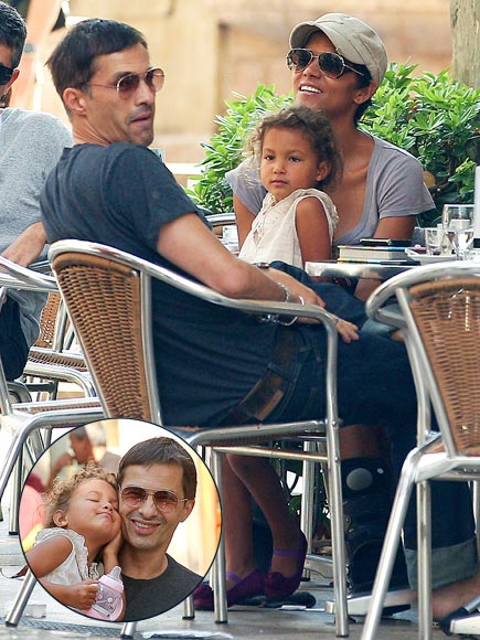 SPANISH SOJOURN  photo | Halle Berry, Olivier Martinez
