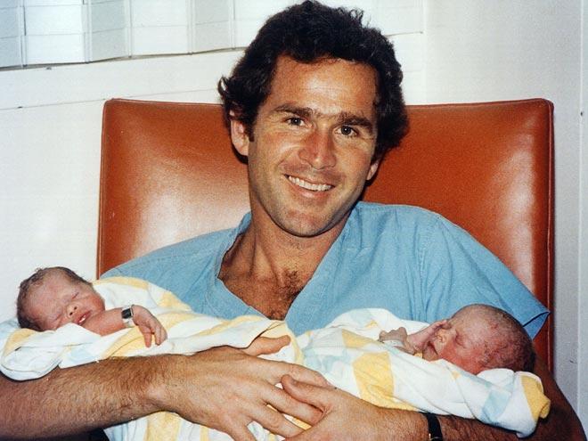 Джордж Буш с дочерьми
