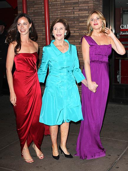 Лора Буш с дочерьми