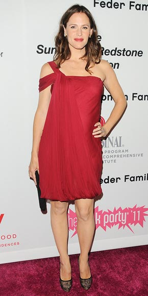 LADY IN RED photo | Jennifer Garner