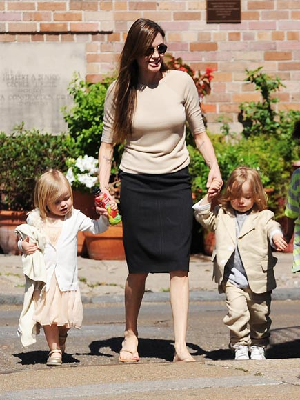 VIVIENNE & KNOX JOLIE-PITT photo | Angelina Jolie