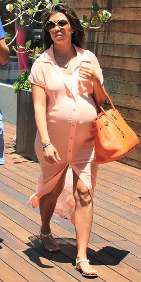 Kourtney Kardashian Casual StyleKourtney Kardashian Pregnant Style 2012
