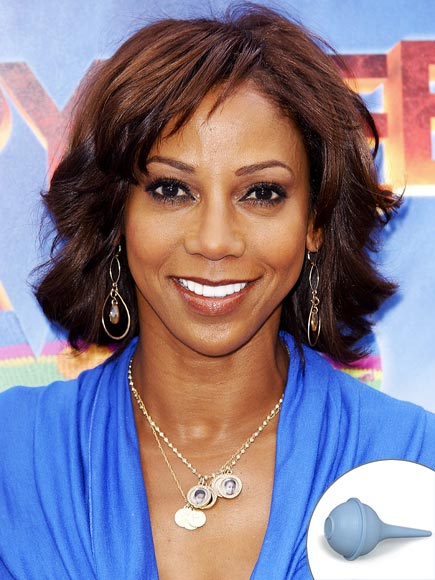 HOLLY SUCKED SNOT FROM HER KIDS' NOSES photo | Holly Robinson-Peete