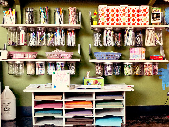 Kids room organization apartment therapy for Organized kids rooms