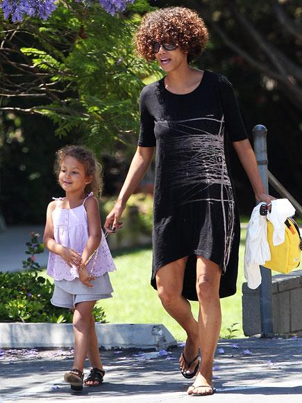 Холли Берри с дочкой
