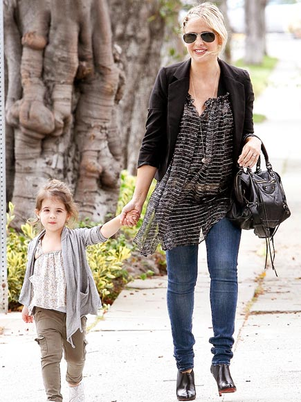 Сара Мишель Геллар с дочерью