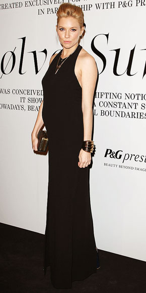 BELLE IN BLACK photo | Sienna Miller