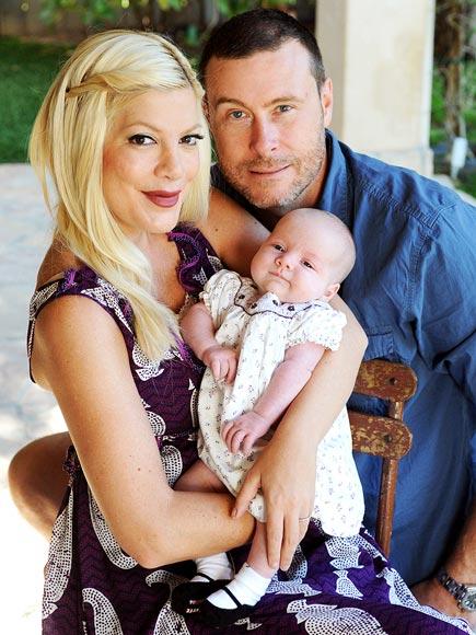 Тори Спеллинг с новорожденной дочерью