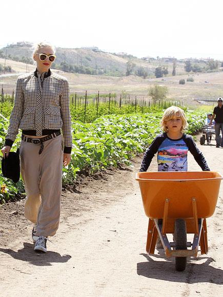 FARMER'S HELPER  photo | Gwen Stefani