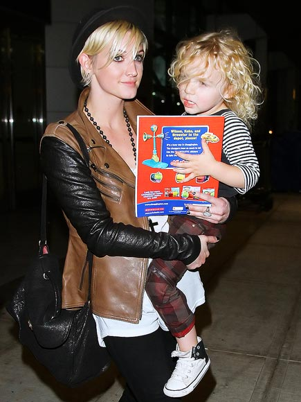 BRONX WENTZ: CHUGGINGTON BOOK SERIES photo | Ashlee Simpson