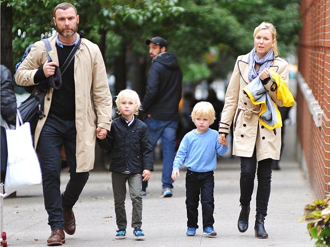 FAMILY TIES photo | Liev Schreiber, Naomi Watts