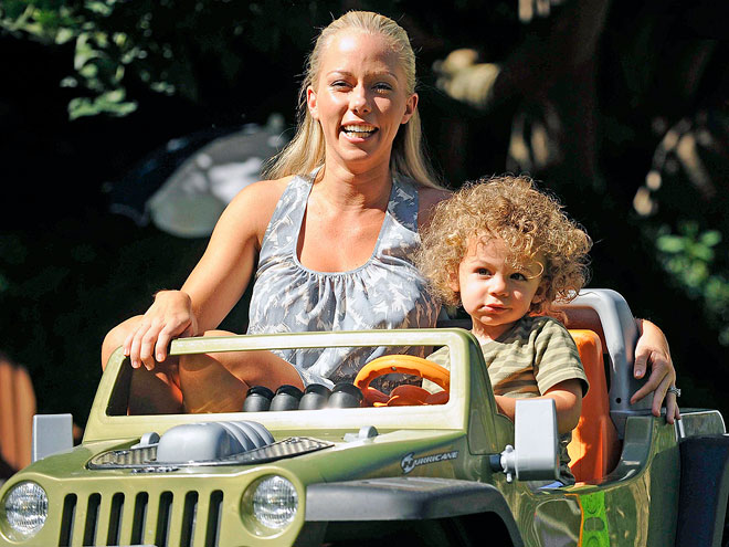 CRUISE CONTROL photo | Kendra Wilkinson