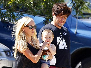 PHOTO: Benicio del Toro & Kimberly Stewart Step Out with Daughter Delilah | Kimberly Stewart