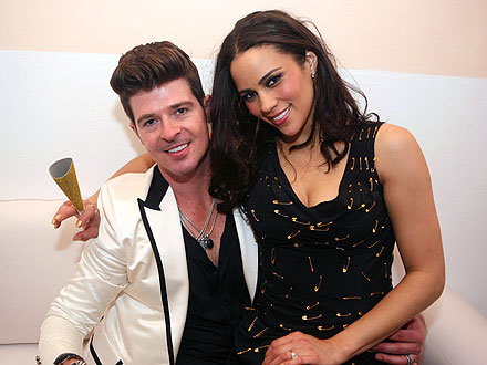 Robin Thicke Kisses Wife, Misses Midnight Countdown at NYE Party! | Robin Thicke