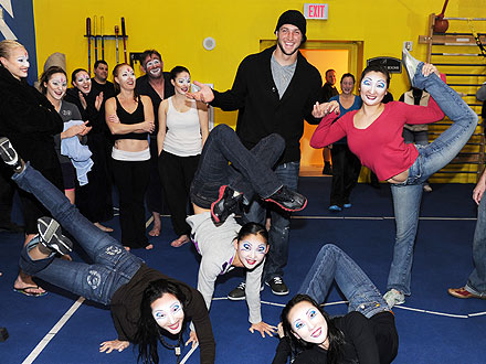 Tim Tebow Hangs with Contortionists After Seeing Cirque Du Soliel