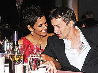 Halle & Olivier Down Spicy Cocktails – Named After the Actress! | Halle Berry, Olivier Martinez