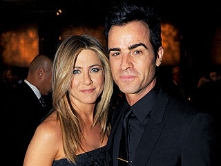 Jen Aniston & Justin Theroux's Snuggly Dinner Date | Jennifer Aniston, Justin Theroux