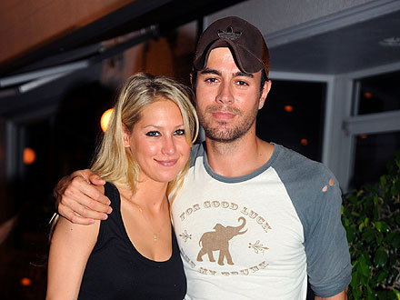 Inside Enrique Iglesias&#39;s Hot Couple&#39;s Dinner in Miami Beach