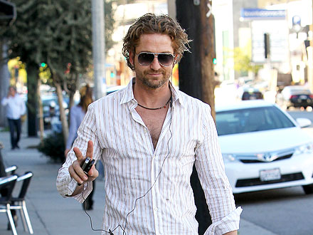 Gerard Butler Takes in a Rock Show in L.A. | Gerard Butler