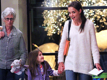 Katie Holmes, Suri Cruise Paint Their Own Pottery in N.Y.C.