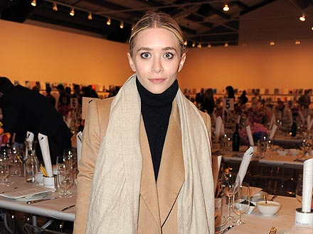 Ashley Olsen Eats at the Same Restaurant Twice in One Day! | Ashley Olsen