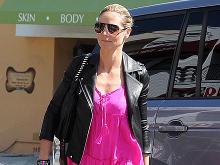 Heidi Klum Shows Off Her Dance Skills – in a Mall!