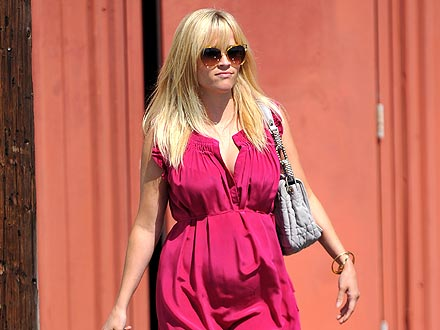 Pregnant Reese Witherspoon Steps Out for a Ladies-Only Lunch | Reese Witherspoon