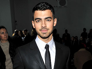 Joe Jonas Sticks to His Boys at a Vodka Bash | Joe Jonas