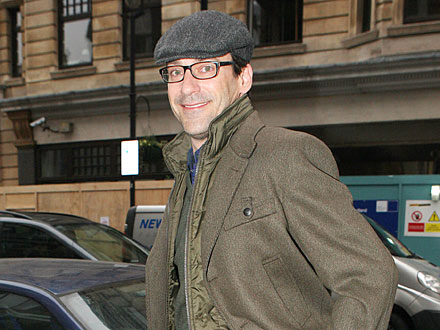 Jon Hamm Goes Incognito While Dining Alone in N.Y.C.