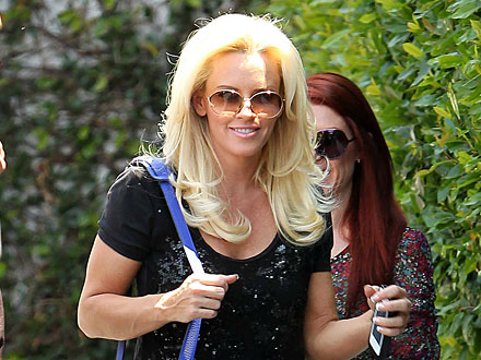 Jenny McCarthy Talks Mother&#39;s Day Plans Over Tea with a Pal | Jenny McCarthy