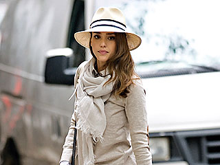 Jessica Alba Sips Scotch in N.Y.C.   Jessica Alba