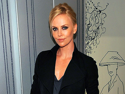 Charlize Theron Sits Ringside at Ultimate Fighting Championship
