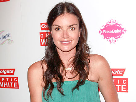 Courtney Robertson Swears Off Spray Tans to Look Au-Naturel for Ben Flajnik | Courtney Robertson